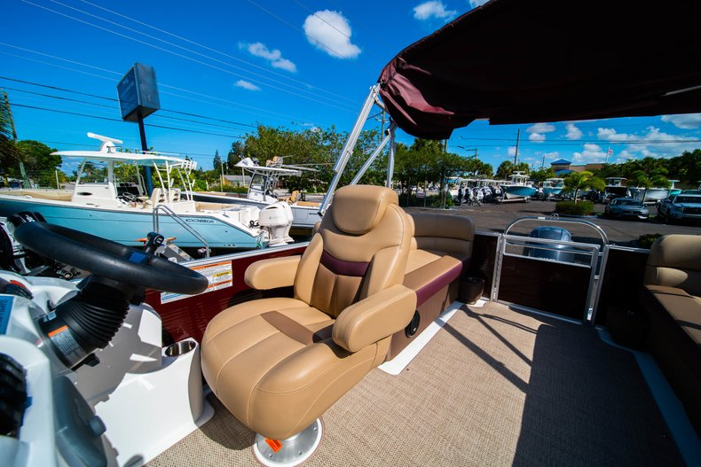 Thumbnail 13 for New 2019 Hurricane FunDeck FD 236SB boat for sale in West Palm Beach, FL
