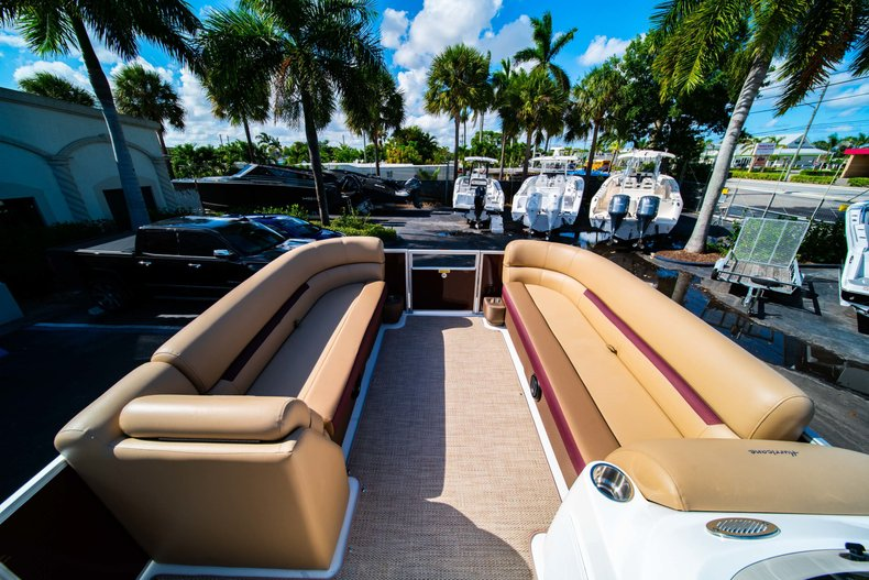 Thumbnail 17 for New 2019 Hurricane FunDeck FD 236SB boat for sale in West Palm Beach, FL