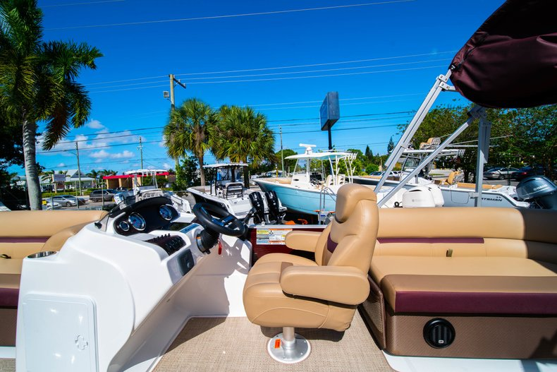 Thumbnail 14 for New 2019 Hurricane FunDeck FD 236SB boat for sale in West Palm Beach, FL