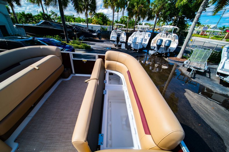 Thumbnail 18 for New 2019 Hurricane FunDeck FD 236SB boat for sale in West Palm Beach, FL