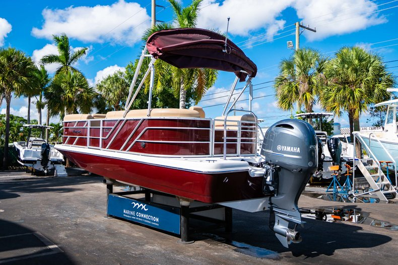 Thumbnail 5 for New 2019 Hurricane FunDeck FD 236SB boat for sale in West Palm Beach, FL