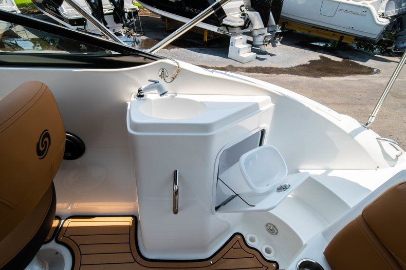 Thumbnail 11 for New 2019 Hurricane SunDeck SD 2200 OB boat for sale in West Palm Beach, FL