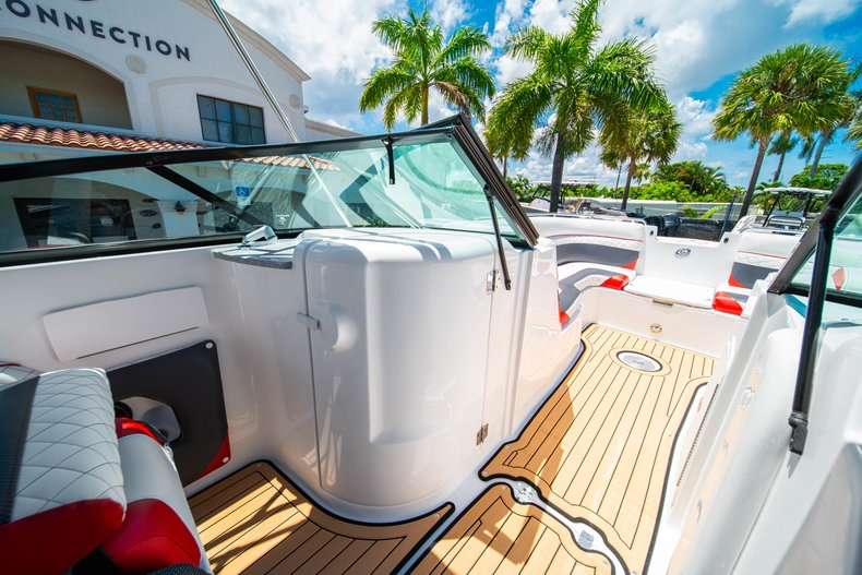 Thumbnail 24 for New 2019 Hurricane SunDeck SD 2486 OB boat for sale in West Palm Beach, FL