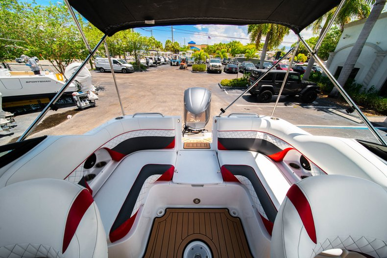 Thumbnail 11 for New 2019 Hurricane SunDeck SD 2486 OB boat for sale in West Palm Beach, FL