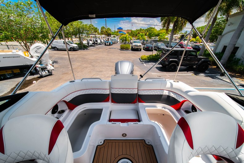 Thumbnail 12 for New 2019 Hurricane SunDeck SD 2486 OB boat for sale in West Palm Beach, FL