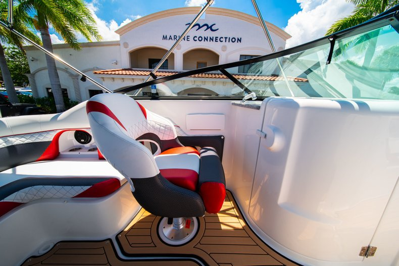 Thumbnail 20 for New 2019 Hurricane SunDeck SD 2486 OB boat for sale in West Palm Beach, FL