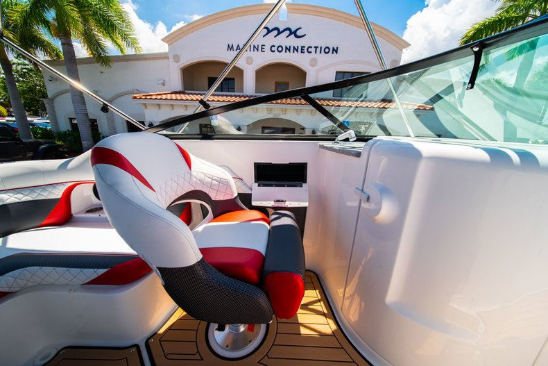 Thumbnail 21 for New 2019 Hurricane SunDeck SD 2486 OB boat for sale in West Palm Beach, FL