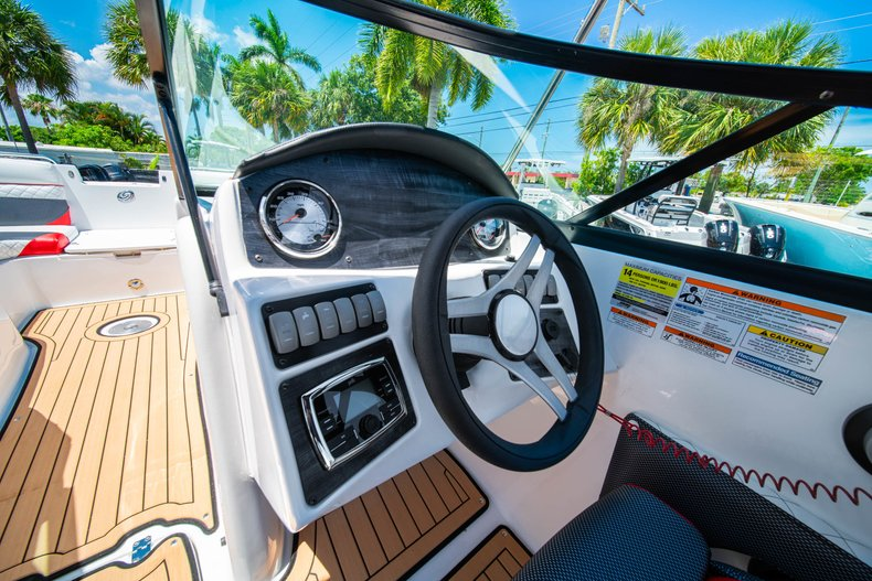 Thumbnail 18 for New 2019 Hurricane SunDeck SD 2486 OB boat for sale in West Palm Beach, FL
