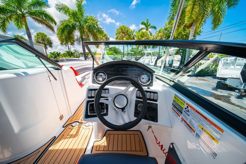 Thumbnail 17 for New 2019 Hurricane SunDeck SD 2486 OB boat for sale in West Palm Beach, FL