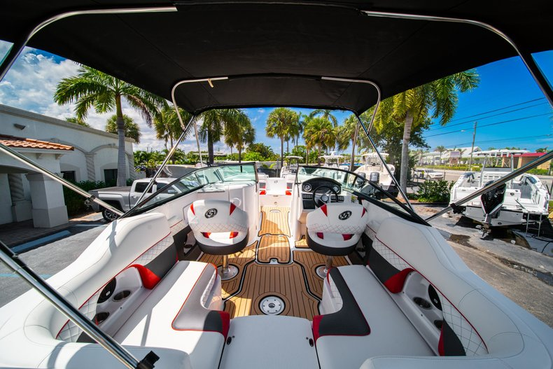 Thumbnail 10 for New 2019 Hurricane SunDeck SD 2486 OB boat for sale in West Palm Beach, FL