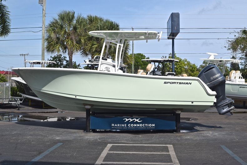 Thumbnail 4 for New 2019 Sportsman Heritage 231 Center Console boat for sale in Vero Beach, FL