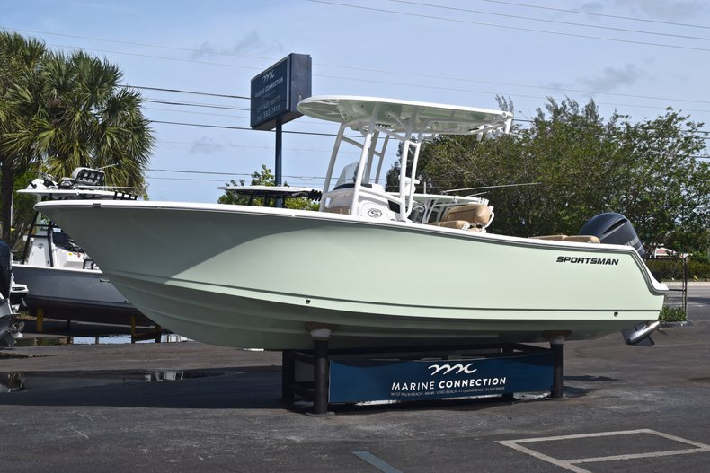 Thumbnail 3 for New 2019 Sportsman Heritage 231 Center Console boat for sale in Vero Beach, FL