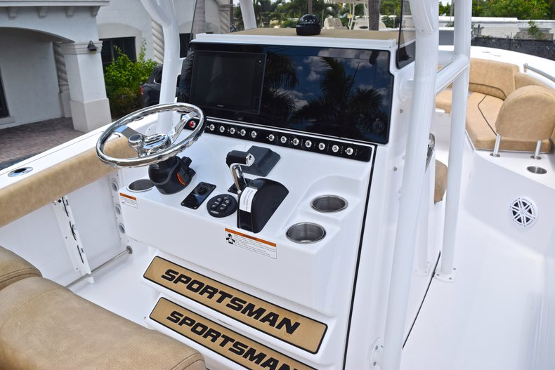 Thumbnail 32 for New 2019 Sportsman Open 242 Center Console boat for sale in West Palm Beach, FL