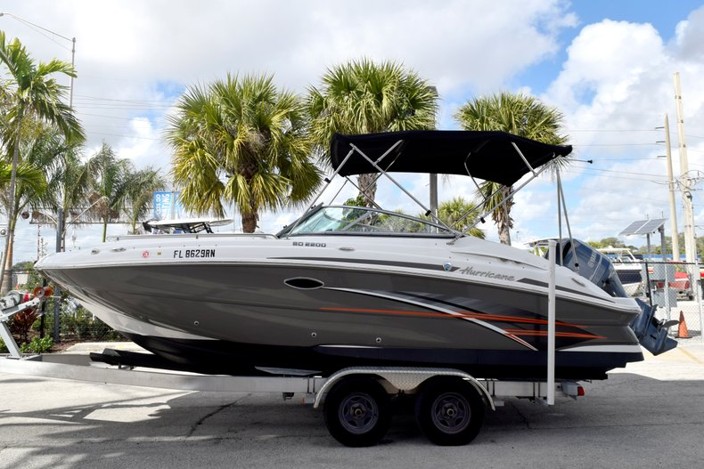 Thumbnail 4 for Used 2017 Hurricane SunDeck SD 2200 OB boat for sale in Fort Lauderdale, FL