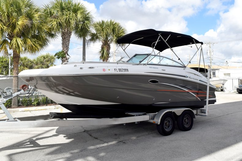 Thumbnail 3 for Used 2017 Hurricane SunDeck SD 2200 OB boat for sale in Fort Lauderdale, FL