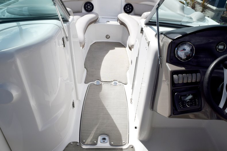 Thumbnail 40 for Used 2017 Hurricane SunDeck SD 2200 OB boat for sale in Fort Lauderdale, FL