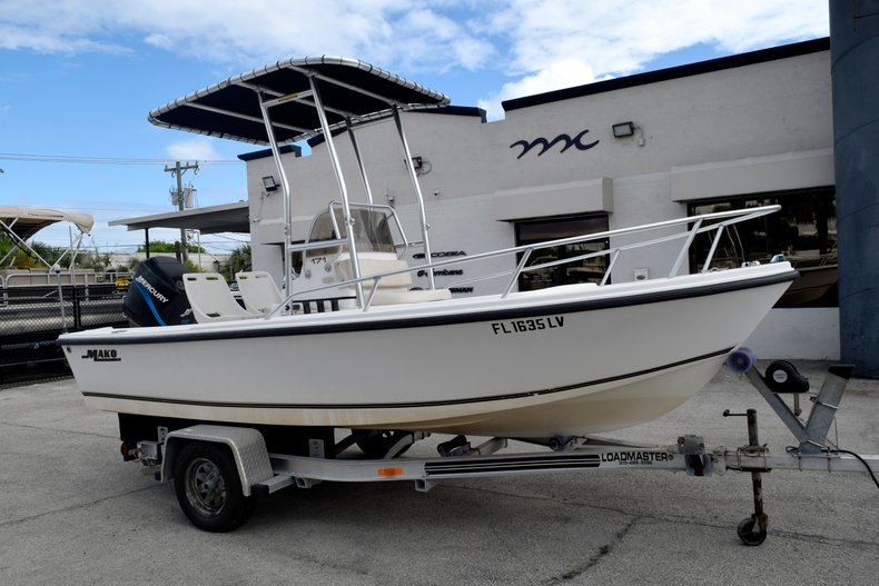 Thumbnail 1 for Used 2001 Mako 171 Center Console boat for sale in Vero Beach, FL