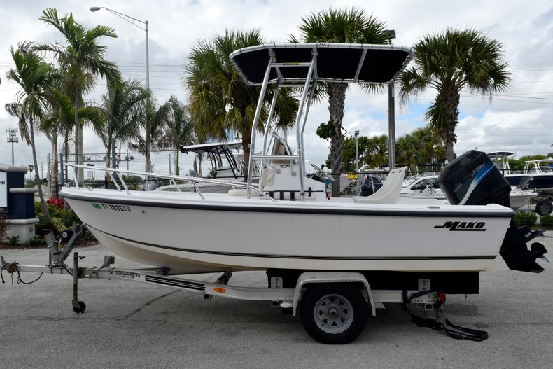 Thumbnail 4 for Used 2001 Mako 171 Center Console boat for sale in Fort Lauderdale, FL