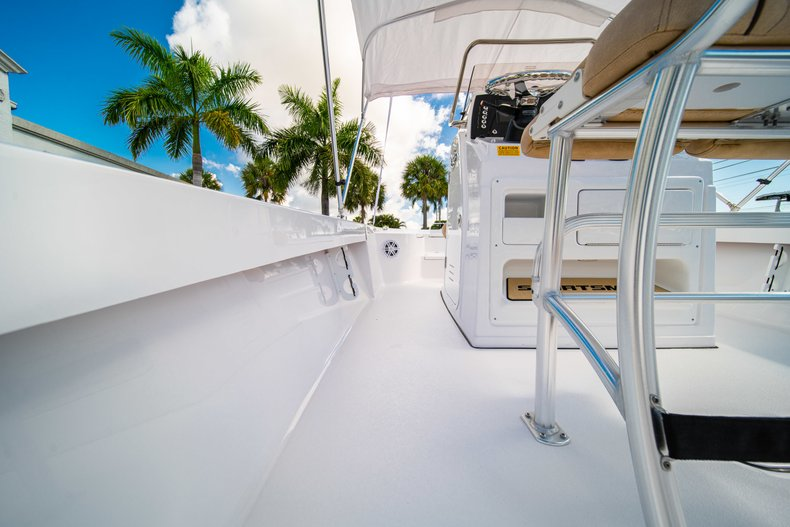 Thumbnail 18 for New 2019 Sportsman Masters 227 Bay Boat boat for sale in West Palm Beach, FL