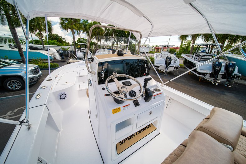 Thumbnail 19 for New 2019 Sportsman Masters 227 Bay Boat boat for sale in West Palm Beach, FL