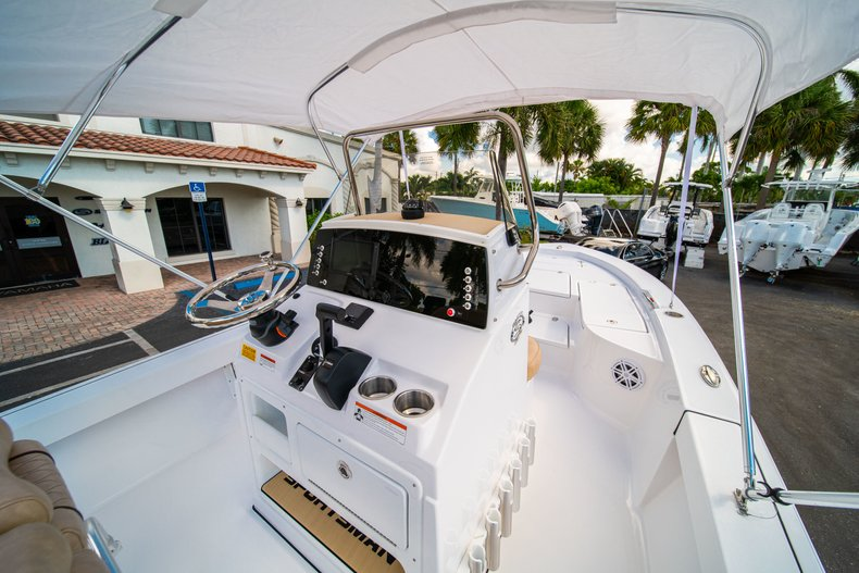Thumbnail 20 for New 2019 Sportsman Masters 227 Bay Boat boat for sale in West Palm Beach, FL