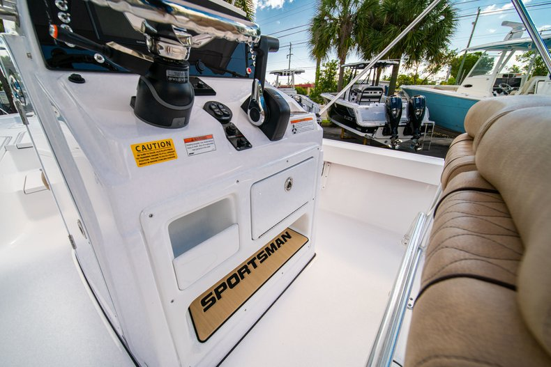 Thumbnail 22 for New 2019 Sportsman Masters 227 Bay Boat boat for sale in West Palm Beach, FL