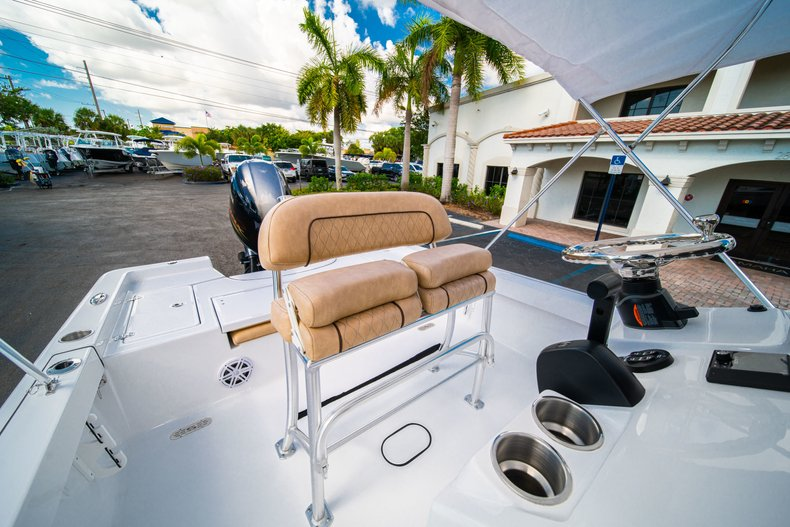 Thumbnail 26 for New 2019 Sportsman Masters 227 Bay Boat boat for sale in West Palm Beach, FL