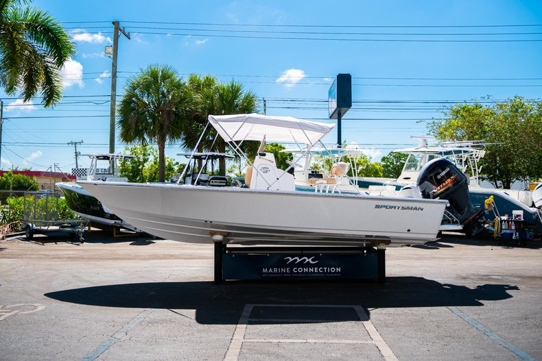 Thumbnail 40 for New 2019 Sportsman Masters 227 Bay Boat boat for sale in West Palm Beach, FL