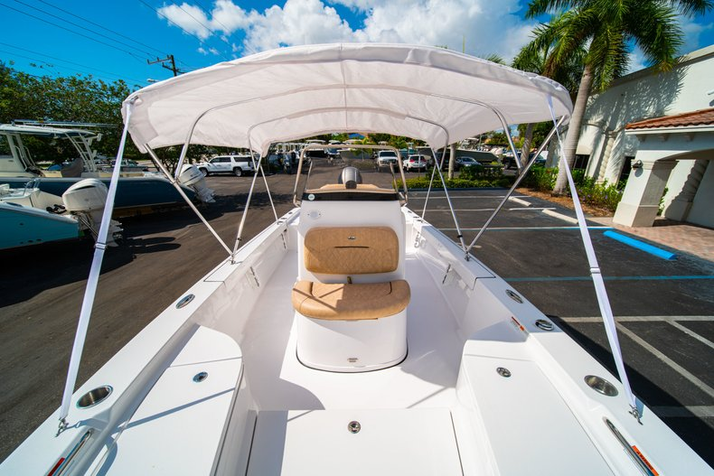 Thumbnail 34 for New 2019 Sportsman Masters 227 Bay Boat boat for sale in West Palm Beach, FL