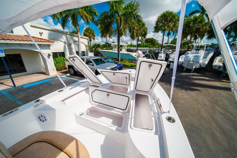 Thumbnail 31 for New 2019 Sportsman Masters 227 Bay Boat boat for sale in West Palm Beach, FL