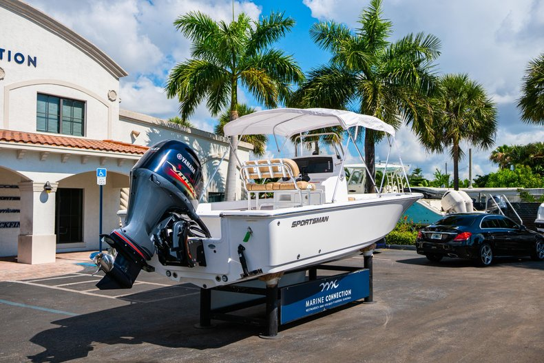 Thumbnail 7 for New 2019 Sportsman Masters 227 Bay Boat boat for sale in West Palm Beach, FL