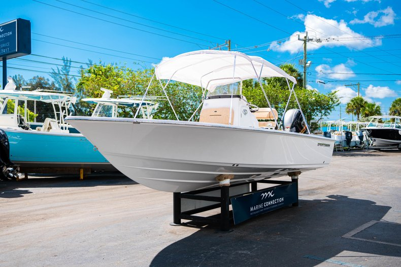 Thumbnail 39 for New 2019 Sportsman Masters 227 Bay Boat boat for sale in West Palm Beach, FL