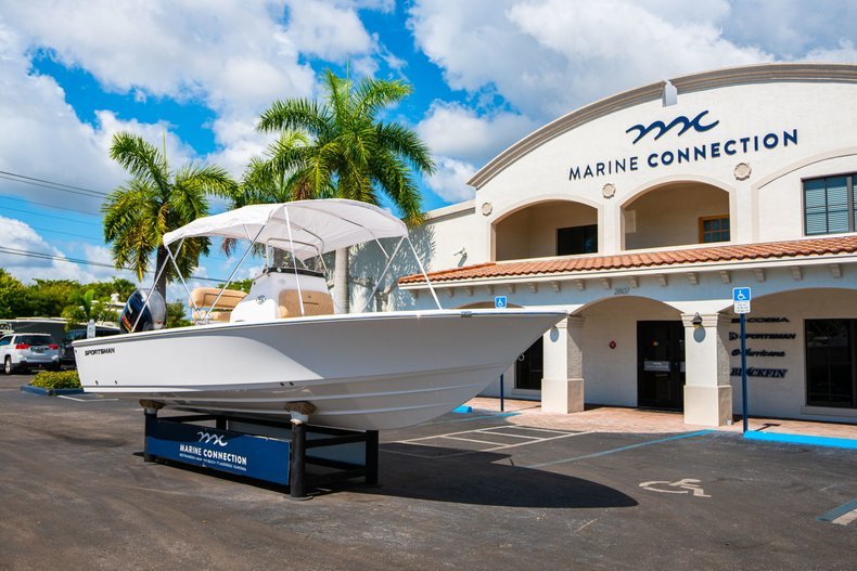 Thumbnail 37 for New 2019 Sportsman Masters 227 Bay Boat boat for sale in West Palm Beach, FL