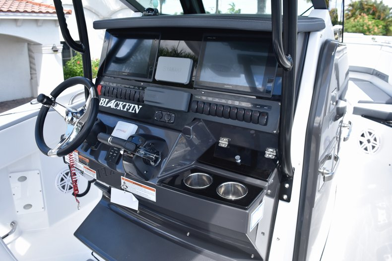 Thumbnail 8 for New 2019 Blackfin 272CC Center Console boat for sale in West Palm Beach, FL