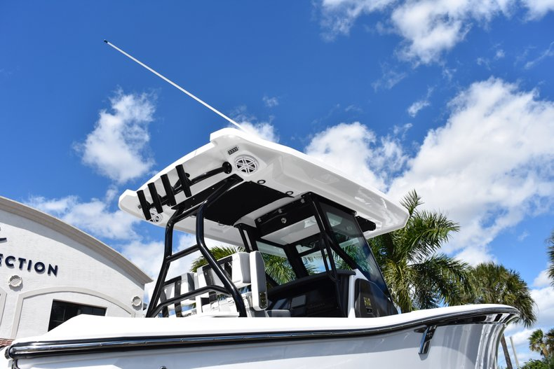 Thumbnail 7 for New 2019 Blackfin 272CC Center Console boat for sale in West Palm Beach, FL