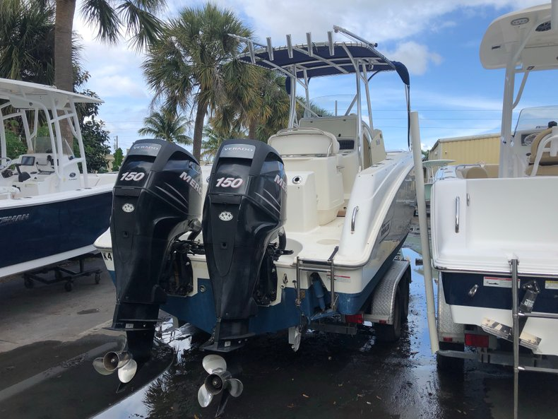 Image 2 for 2006 Boston Whaler 240 Outrage in West Palm Beach, FL