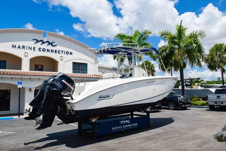 Image 6 for 2006 Boston Whaler 240 Outrage in West Palm Beach, FL