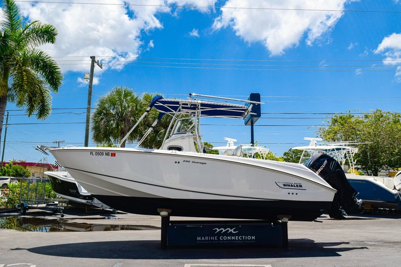 Image 3 for 2006 Boston Whaler 240 Outrage in West Palm Beach, FL