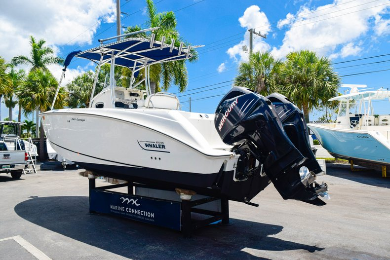 Image 5 for 2006 Boston Whaler 240 Outrage in West Palm Beach, FL