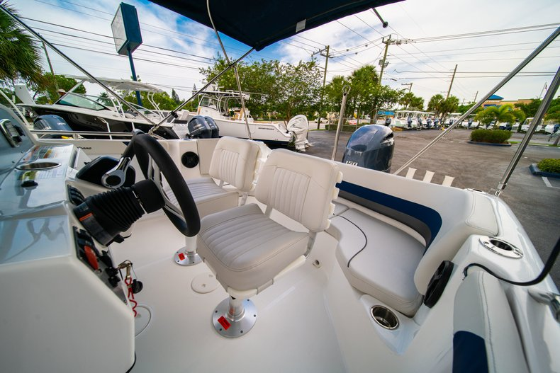 Thumbnail 12 for New 2019 Hurricane SunDeck Sport SS 211 OB boat for sale in West Palm Beach, FL
