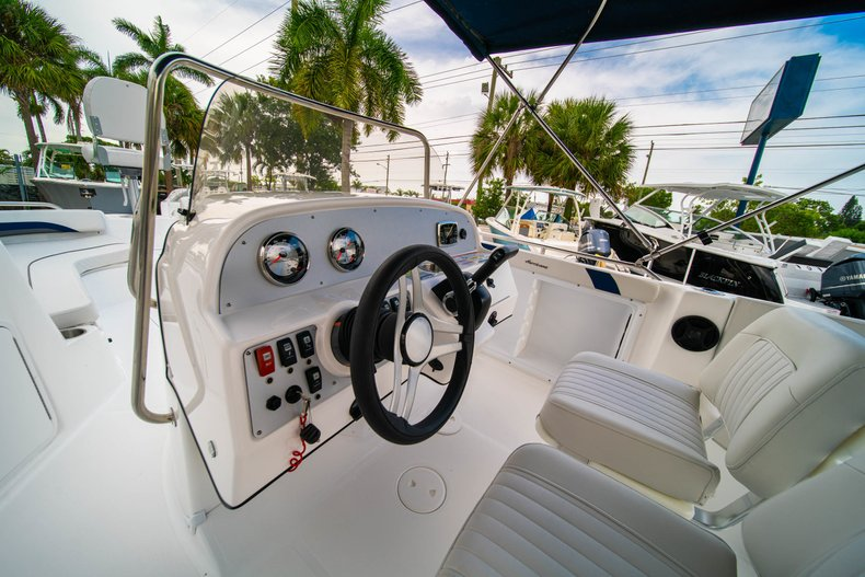 Thumbnail 11 for New 2019 Hurricane SunDeck Sport SS 211 OB boat for sale in West Palm Beach, FL