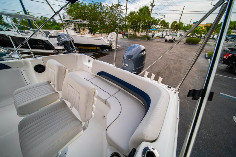 Thumbnail 16 for New 2019 Hurricane SunDeck Sport SS 211 OB boat for sale in West Palm Beach, FL