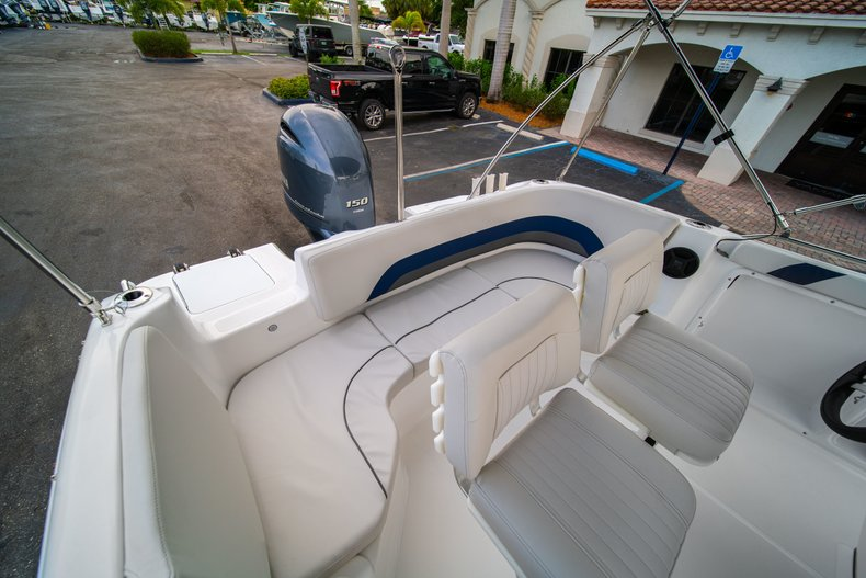 Thumbnail 15 for New 2019 Hurricane SunDeck Sport SS 211 OB boat for sale in West Palm Beach, FL
