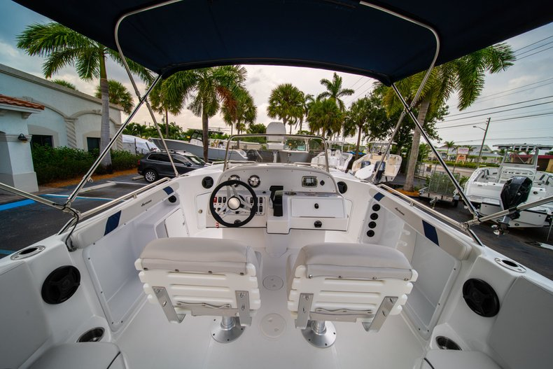 Thumbnail 8 for New 2019 Hurricane SunDeck Sport SS 211 OB boat for sale in West Palm Beach, FL