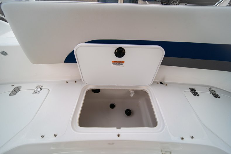 Thumbnail 19 for New 2019 Hurricane SunDeck Sport SS 211 OB boat for sale in West Palm Beach, FL
