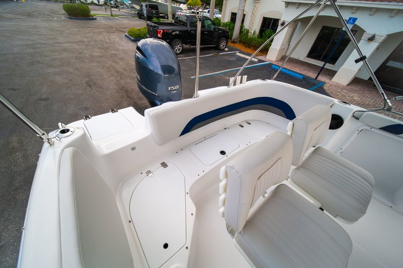 Thumbnail 20 for New 2019 Hurricane SunDeck Sport SS 211 OB boat for sale in West Palm Beach, FL