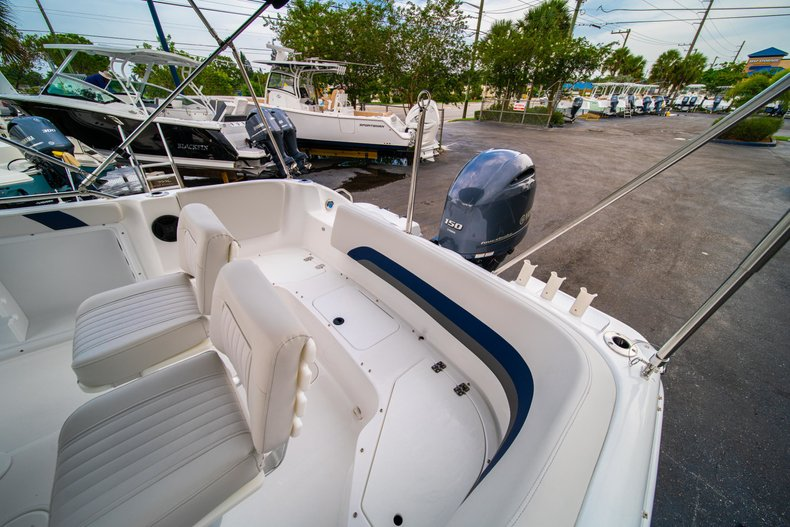 Thumbnail 17 for New 2019 Hurricane SunDeck Sport SS 211 OB boat for sale in West Palm Beach, FL