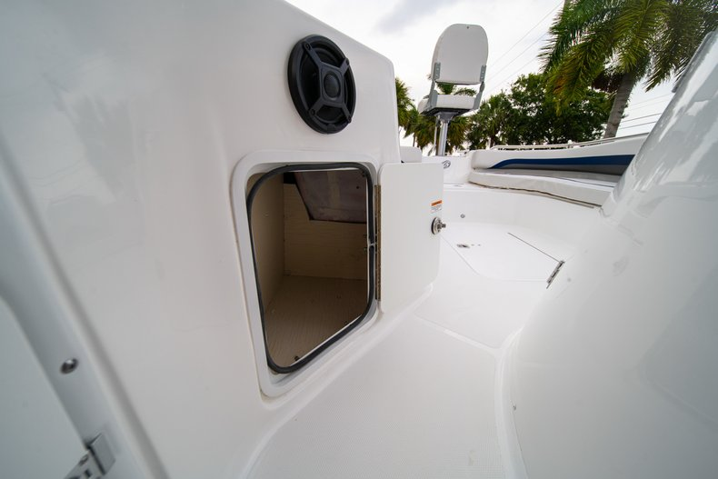 Thumbnail 25 for New 2019 Hurricane SunDeck Sport SS 211 OB boat for sale in West Palm Beach, FL