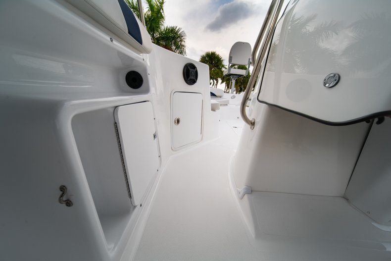 Thumbnail 24 for New 2019 Hurricane SunDeck Sport SS 211 OB boat for sale in West Palm Beach, FL