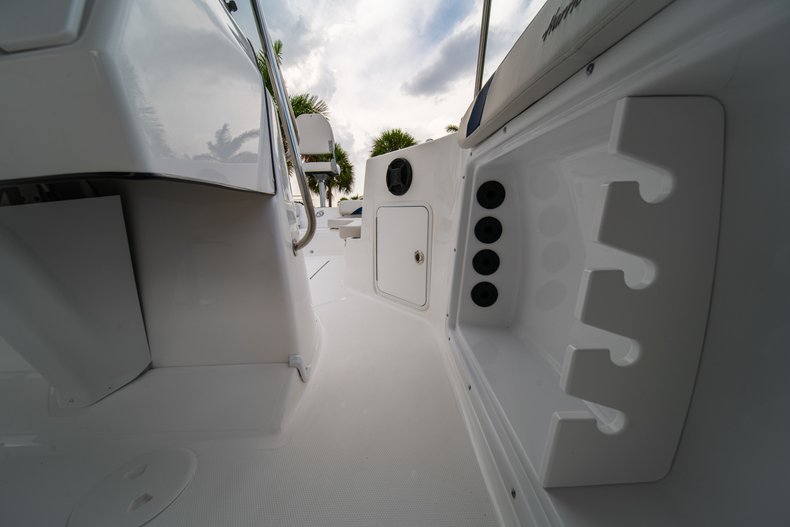 Thumbnail 22 for New 2019 Hurricane SunDeck Sport SS 211 OB boat for sale in West Palm Beach, FL